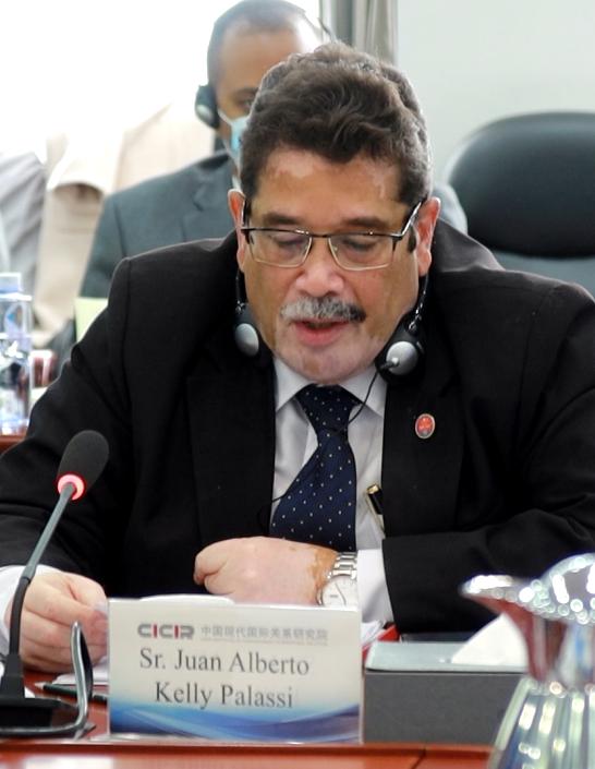 """Intervención del Consejero Económico de la Embajada de Cuba en China en el Seminario académico """"A 60 años de relaciones diplomáticas entre China y Cuba, perspectivas actuales decooperación"""""""