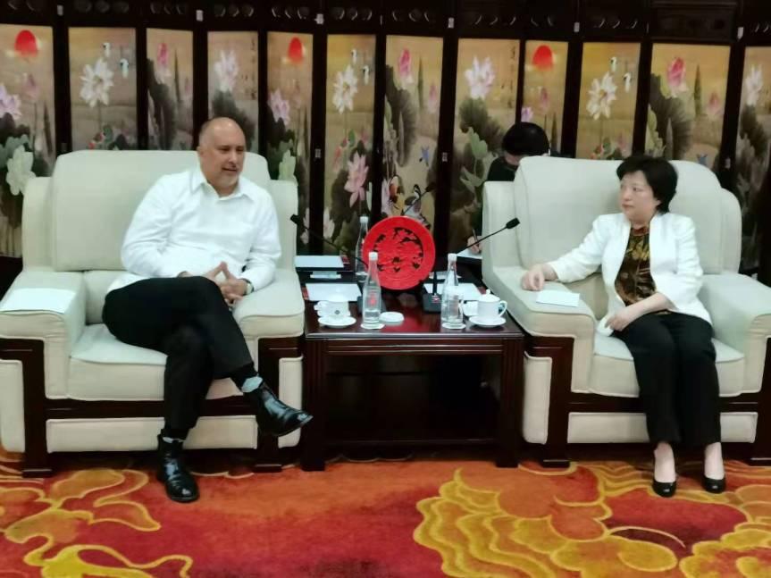 Fortalecen Cuba y China vínculos partidistas/古巴与中国加强党际间的关系